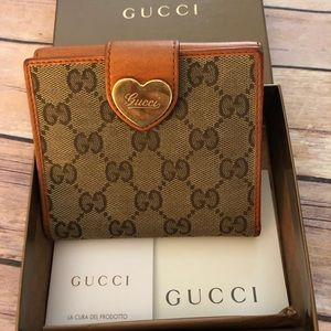 Gucci canvas &leather heart W/ hook wallet.